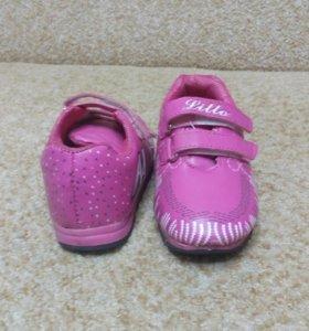 Продам кросовки для малышки
