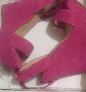 Розовые бархатные босоножки