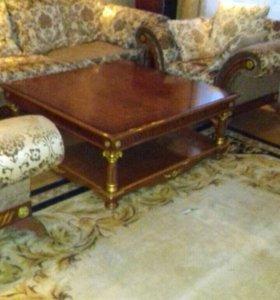 Диван, кресла, столик. Классическая мебель
