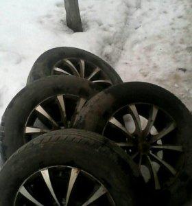 Комплект летних колес на литых дисках