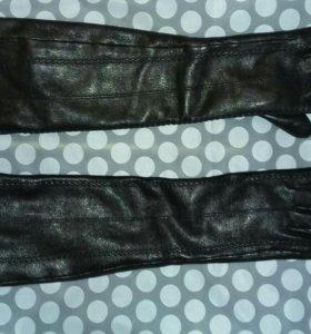 Кожаные удлиненные перчатки на меху