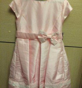 Нарядное новое платье.