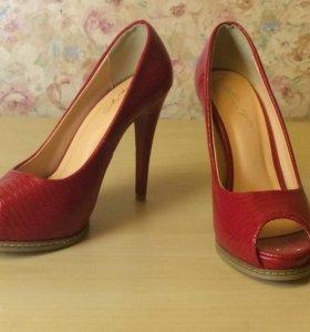 Туфли красные новые