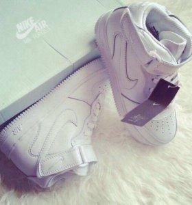 Кроссовки Nike новые