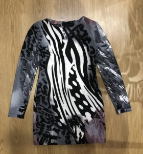 Короткое платье по фигуре 42/44