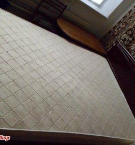 Двухспальная кровать с матрасом 89286257922
