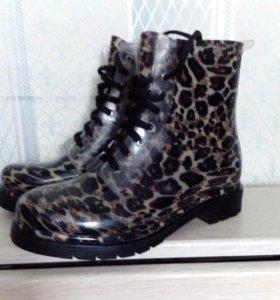 Новые ботинки,р-р40-41.