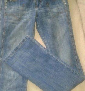 Продам джинсы 29