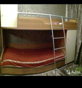 Продам двухярусный спальный гарнитур