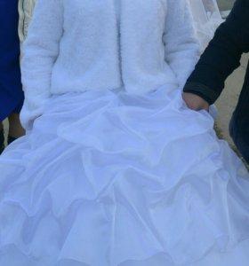 Свадебное платье, шубка,серьги,колье и диадема