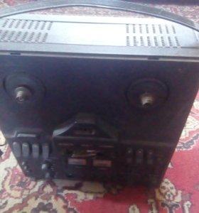 Магнитофон старый