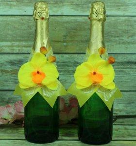 Цветочное украшение на шампанское