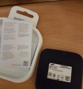 Беспроводное зарядное устройство Samsung.