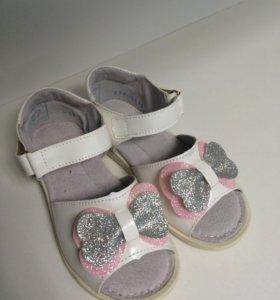 Новые красивые туфельки для принцессы.