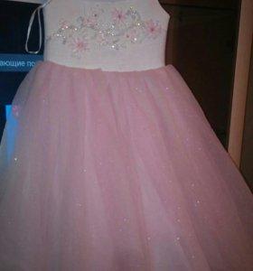 нарядное платье на 3,4 года