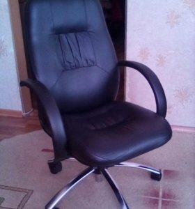 Кожаный офисный стул