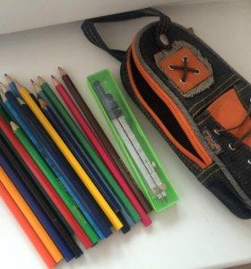 Пенал с карандашами и циркулем
