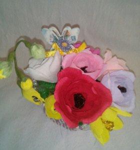 Букет из конфет (розы и фрезия)