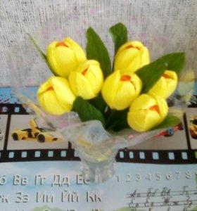 Тюльпаны с конфетками.