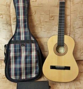 Гитара с чехлом и подставкой