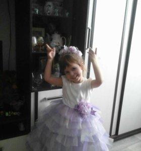 Шикарное платье на девочку 3-4 годика