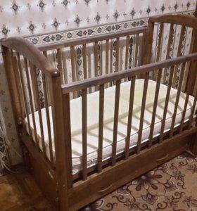 Детская кроватка-маятник с матрацом