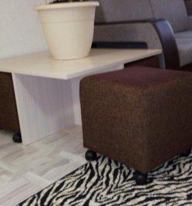 Журнальный стол с пуфами