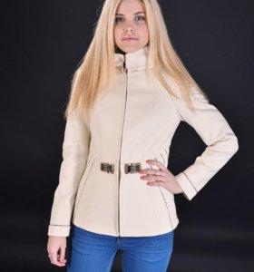 Пальто (новое) с капюшоном