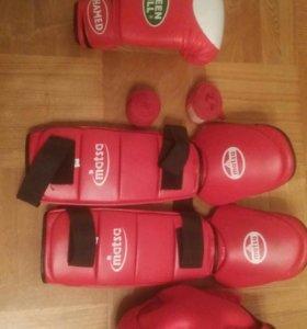 Бокс.Перчатки и Защита