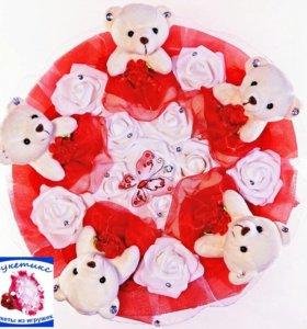 Букеты из игрушек: красный, с мишками и бабочкой