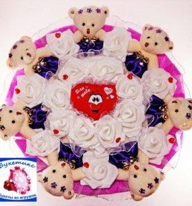 Букеты из игрушек: фиолетовый с мишками и сердцем