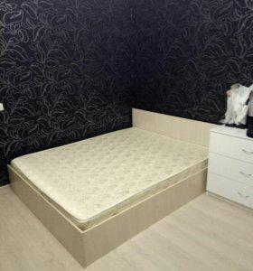 Двуспальная кровать матрасом 160х200см
