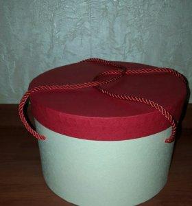 коробка для цветов или подарка