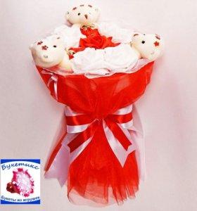 Букеты из мягких игрушек: красный, с мишками