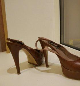 Туфли на высокой шпильке