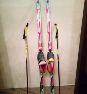 Лыжи, ботинки и палки