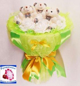 Букеты из мягких игрушек: зелёный с мишками