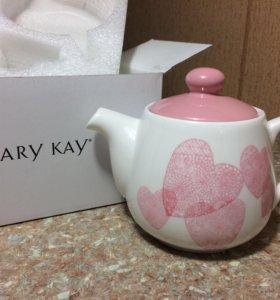 Чайник от Mary Kay.