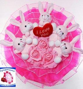 Букеты из игрушек: розовый, с зайчиками и сердцем