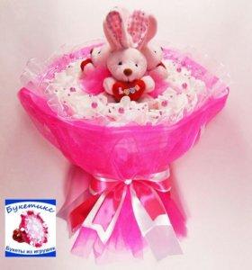 Букеты из игрушек:с кроликами с сердечками розовый