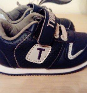 Кроссовки новые 19 размер