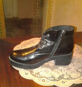 Ботинки женские осенние нат.лак.кожа р.40
