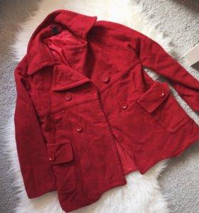 Пальто укорочённое Zara красное