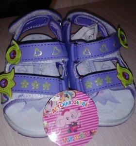 Новые сандали для девочки