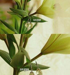 Новые серьги прозрачные с фиолетовыми цветками