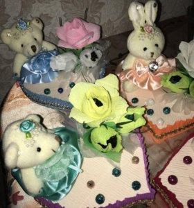 Зайчик и мишка с конфетками