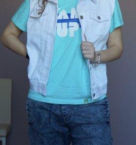 Белая джинсовая жилетка (сшита на заказ)