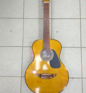Акустическая гитара со звукоснимателем