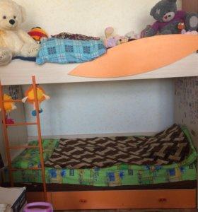 Двухъярусная детская кровать б/у без матрасов