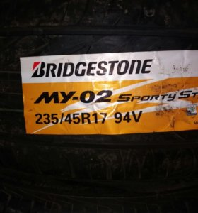 Bridgestone 235/45R 17